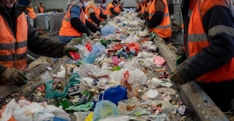 IBM, Nomura Research seek blockchain use in plastic recycling